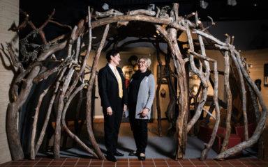 Ulla-Maija avaa oven Metsästysmuseon tarinoille