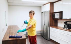 tehostettu siivous ja pintojen pyyhintä