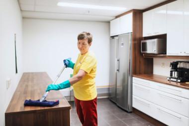 Tehostetussa siivouksessa siivoustaajuuksia lisätään ja erityisesti kriittiset pinnat pyyhitään useamman kerran päivässä.